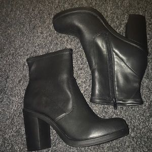 Zigisoho leather booties
